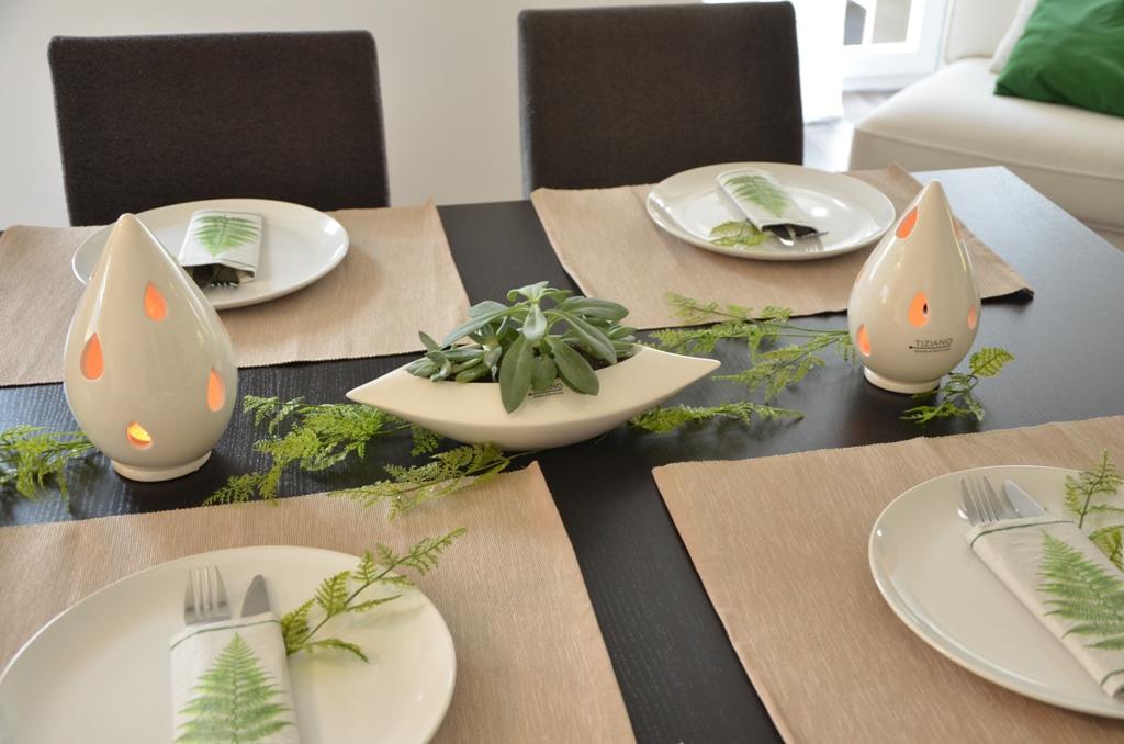 tischdeko mit farn und sukkulenten tiziano design. Black Bedroom Furniture Sets. Home Design Ideas