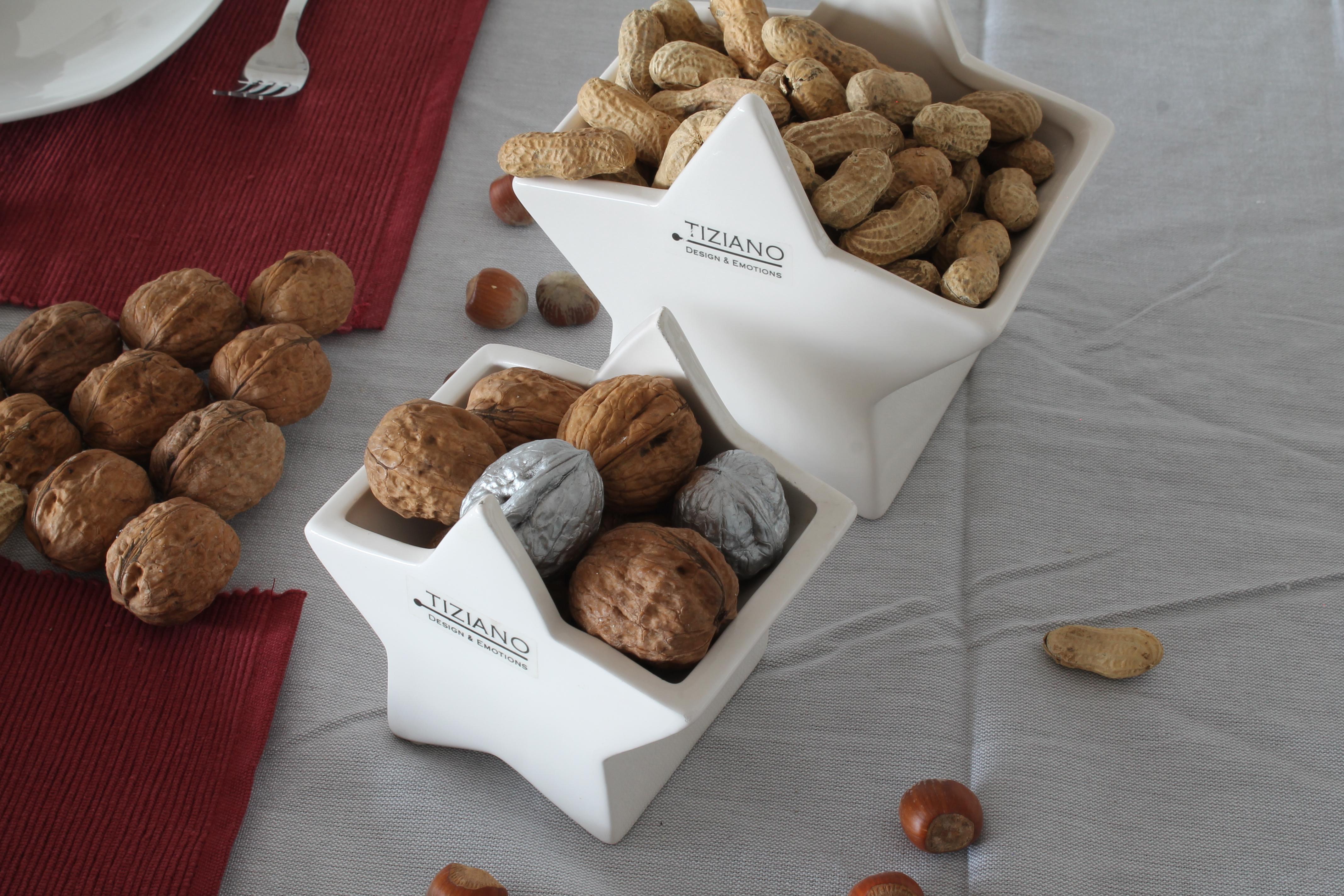 weihnachtliche tischdekoration mit n ssen und tiziano serie cometa tiziano design. Black Bedroom Furniture Sets. Home Design Ideas